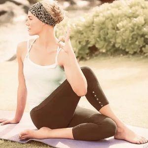 ATHLETA Organic Cotton Snap Placket Capri Yoga M